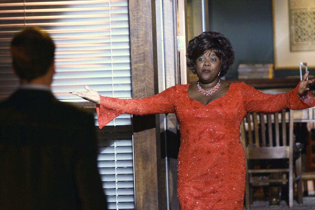 Eben noch eine Sekretärin, doch jetzt ist sie eine exotische Tänzerin: In Elis Vision (Jonny Lee Miller, l.) kommt diesmal auch Patti (Loretta Devin... - Bildquelle: Disney - ABC International Television