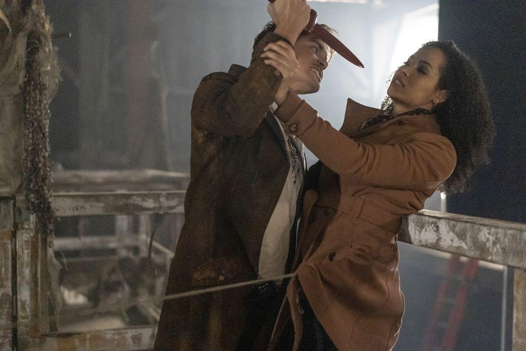 Viralis (Tyler Blackburn, l.); Macy Vaughn (Madeleine Mantock, r.) - Bildquelle: Colin Bentley 2019 The CW Network, LLC. All rights reserved. / Colin Bentley