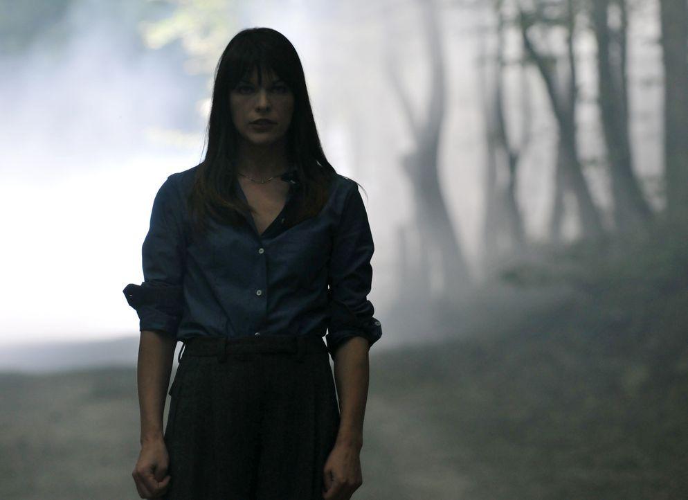 Die Indizien der Polizei passen nicht zu der Version der Geschichte, die Abbey Tyler (Milla Jovovich) glaubt gesehen und erlebt zu haben, aber die A... - Bildquelle: 2009 Gold Circle Films LLC.  All rights reserved