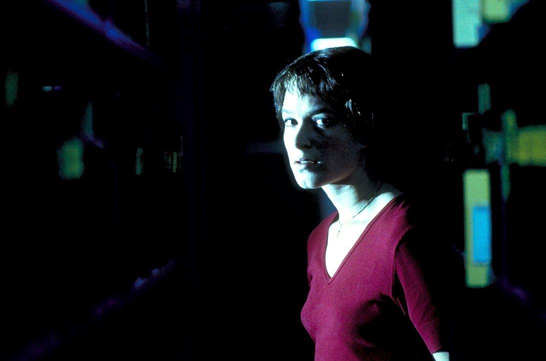 Dass ihre Nachforschungen sie selbst in Lebensgefahr bringen, merkt Paula (Franka Potente) erst spät - sehr, sehr spät ... - Bildquelle: Columbia Pictures