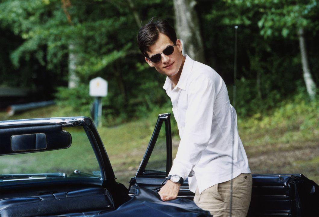 Jurastudent Alexander (Torben Liebrecht) arbeitet zielstrebig auf ein Ziel hin: der Ermordung seines Vaters ... - Bildquelle: ProSieben