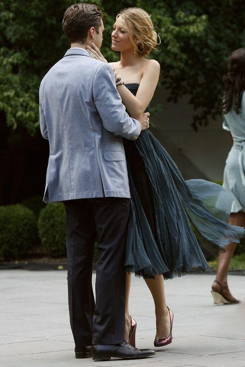Hier sind Serena (Blake Lively, r.) und Carter (Sebastian Stan, l.) glücklich - doch wie lange noch? - Bildquelle: Warner Brothers