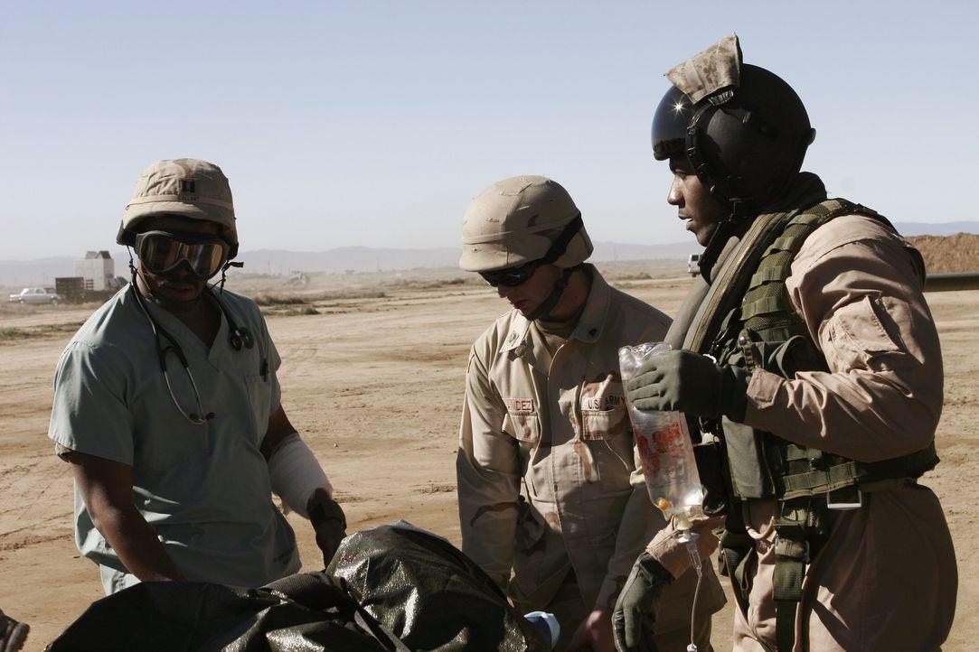Bei einem Granaten-Einschlag während eines Gefechtes in der Nähe von Gallants Stützpunkt im Irak wird ein kleines Mädchen schwer verletzt. Gallant (... - Bildquelle: WARNER BROS