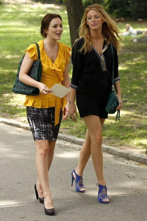 """Blair (Leighton Meester, l.) ist total aufgeregt, weil sie zum """"La Table Élitaire"""" eingeladen wurde - doch Serena (Blake Lively, r.) erkennt die Fal... - Bildquelle: Warner Brothers"""
