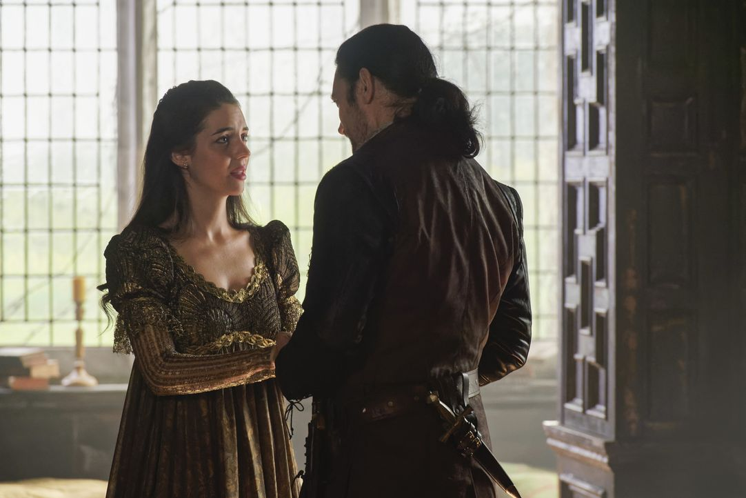 Die frisch gebackene Mutter Königin Mary (Adelaide Kane, l.) ist außer sich vor Sorge um ihren verschwundenen Sohn. Ob Lord Bothwell (Adam Croasdell... - Bildquelle: Ben Mark Holzberg Ben Mark Holzberg/The CW -   2017 The CW Network, LLC. All Rights Reserved.