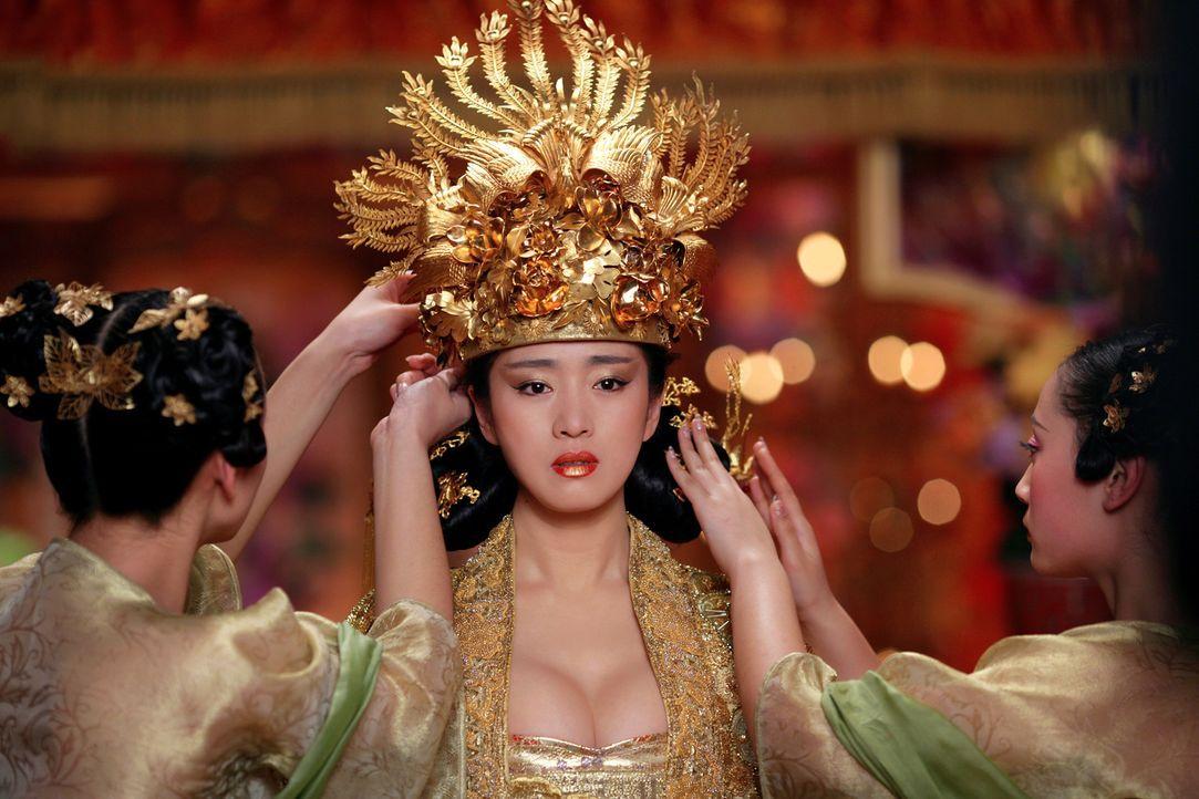 Kaiserin Phoenix (Li Gong) weiß bereits von den Racheplänen ihres Mannes, doch sie hat keinesfalls vor, ihrem Tod untätig ins Auge zu sehen … - Bildquelle: TOBIS Film