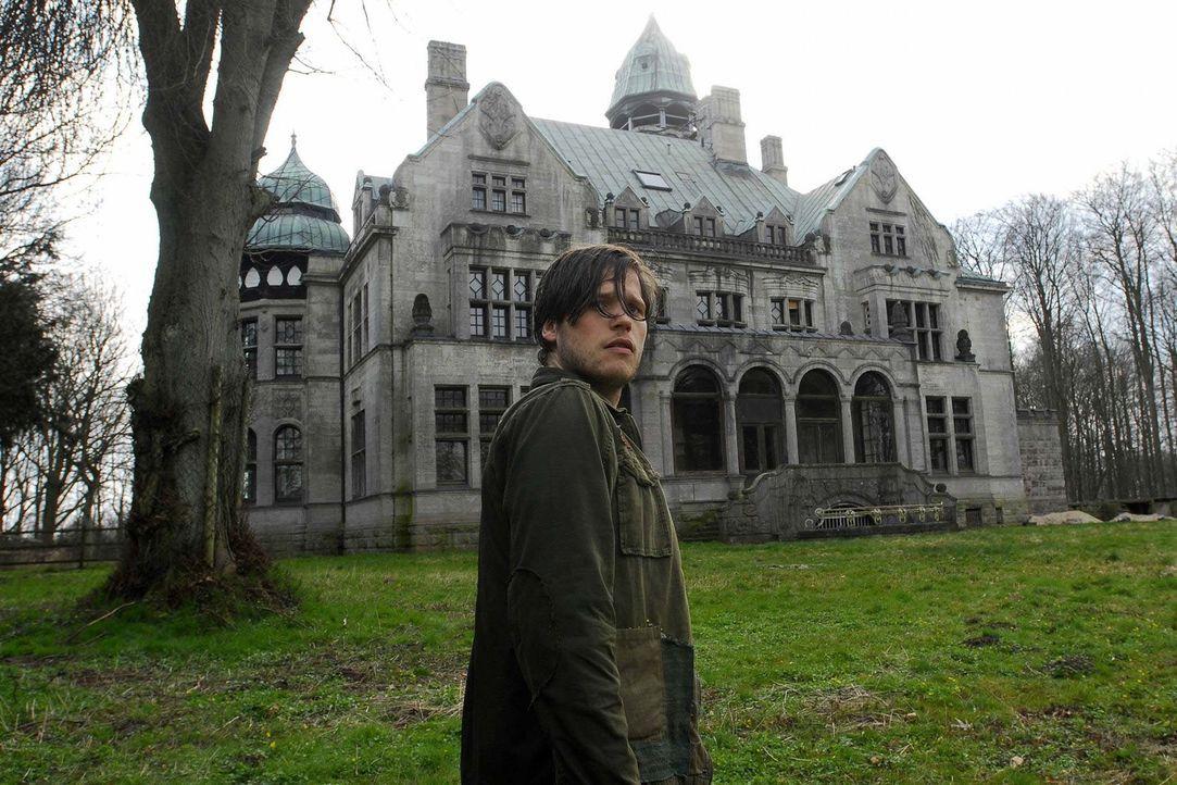 Gänsehaut: Als Philip (Sebastian Ströbel) das Anwesen seines verstorbenen Großvaters nach vielen Jahren betritt, überkommt ihn mehr als nur ein... - Bildquelle: Uwe Ernst ProSieben