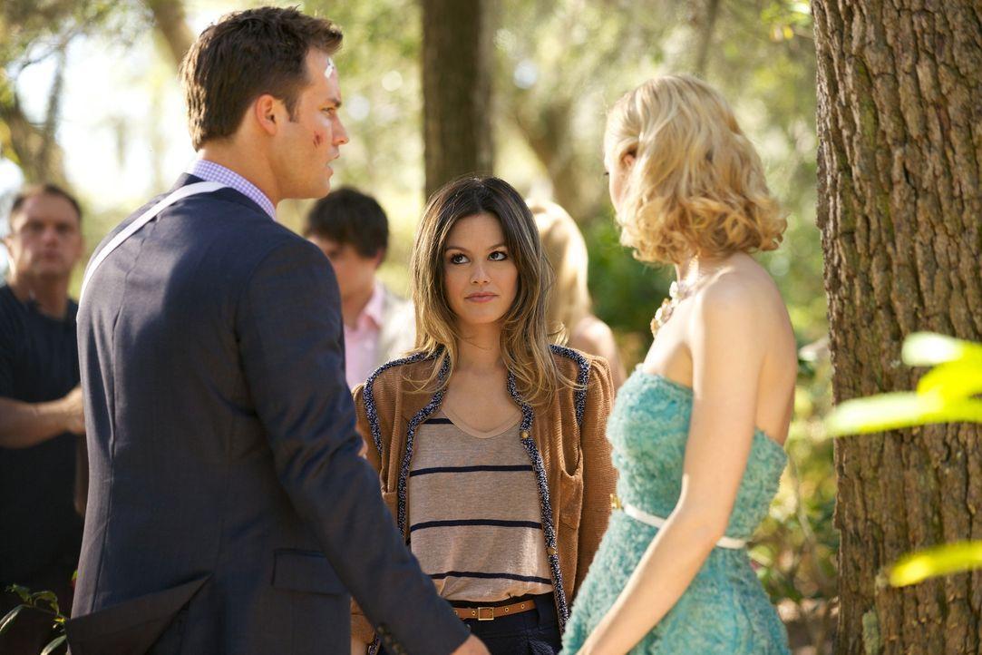 Die New Yorkerin Zoe Hart (Rachel Bilson, M.) findet Gefallen an George Tucker (Scott Porter, l.), bis sie erfährt, dass er mit Lemon Breeland (Jaim... - Bildquelle: Warner Bros.