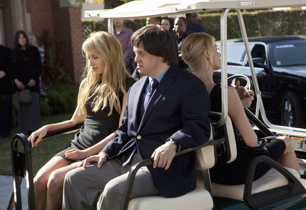 Grace (Megan Park, l.) und Tom (Luke Zimmerman, M.) trauern um ihren Vater ... - Bildquelle: 2009 DISNEY ENTERPRISES, INC. All rights reserved. NO ARCHIVING. NO RESALE.