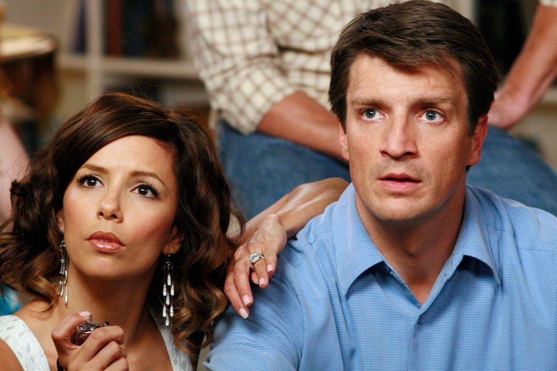 """Um sich an """"ihren"""" Männern zu rächen, bläst Gabrielle (Eva Longoria, l.) zum Angriff und flirtet hemmungslos mit Adam (Nathan Fillion, r.) ... - Bildquelle: ABC Studios"""