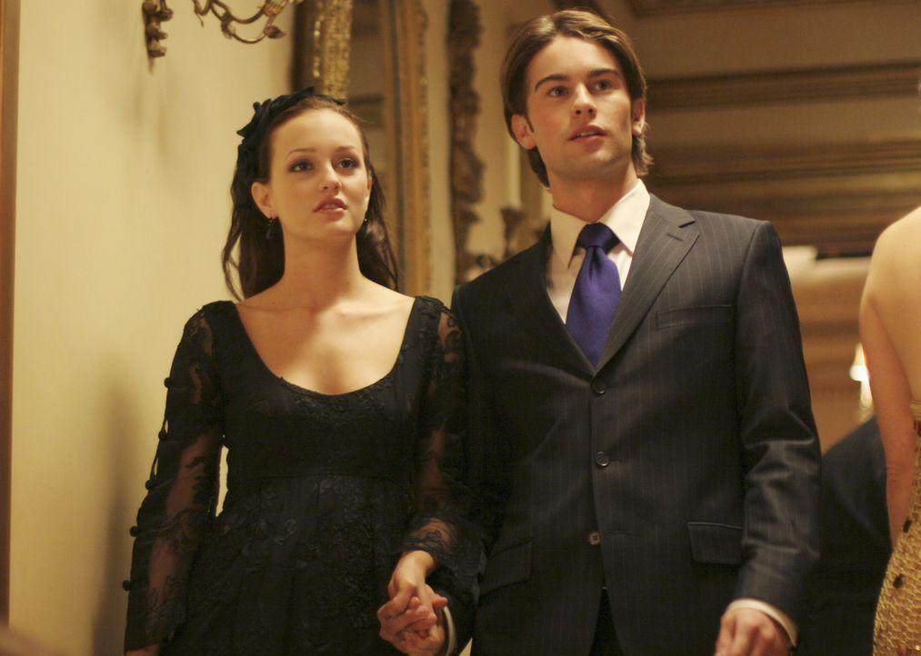 Blair (Leighton Meester, l.) ist wenig erfreut, als plötzlich Serena wieder auftaucht. Sie fürchtet um ihre Beziehung mit Nate (Chace Crawford, r.)... - Bildquelle: Warner Brothers