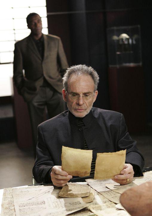 Wurde Sloane (Ron Rifkin, vorne) reingelgt? - Bildquelle: Touchstone Television
