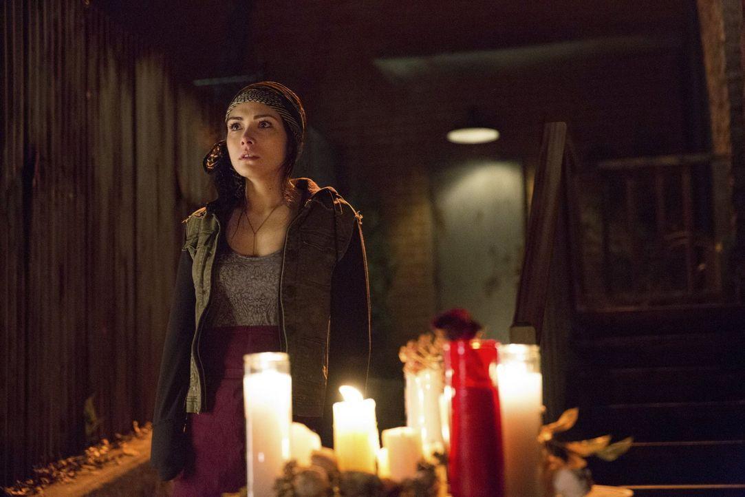 Elena (Nina Dobrev) wird von den Vampirbrüdern Stefan und Damon in den Keller eingesperrt. Eigentlich wollen die Beiden nur das Beste für sie. Doc... - Bildquelle: Warner Brothers