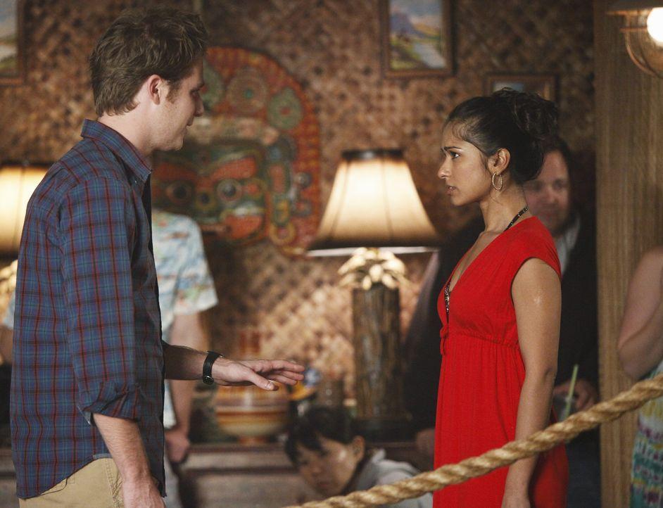 Evan (Jake McDorman, l.) bittet Rebecca (Dilshad Vadsaria, r.), ihm noch eine Chance zu geben. - Bildquelle: 2010 Disney Enterprises, Inc. All rights reserved.