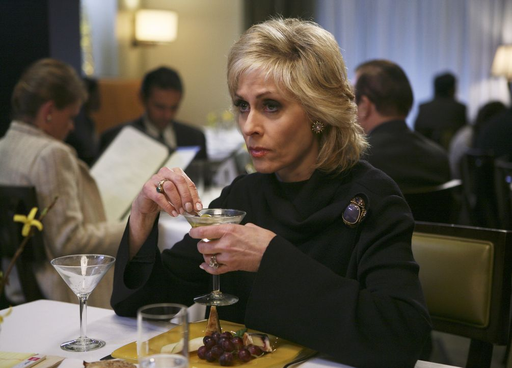 Claire (Judith Light) will partout ein Geständnis ablegen ... - Bildquelle: Buena Vista International Television