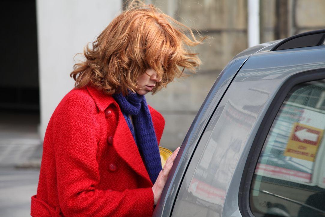 Für Chloé (Odile Vuillemin) ist es nicht einfach, wieder in Paris und im Revier zu sein ... - Bildquelle: Stanislas Marsil 2011 BEAUBOURG AUDIOVISUEL / Stanislas Marsil