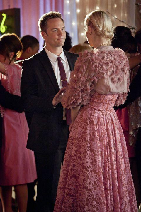 Für seine Hochzeit mit Lemon (Jaime King, r.) soll George (Scott Porter, l.) nur Eines tun und genau das geht gründlich schief ... - Bildquelle: Warner Bros.