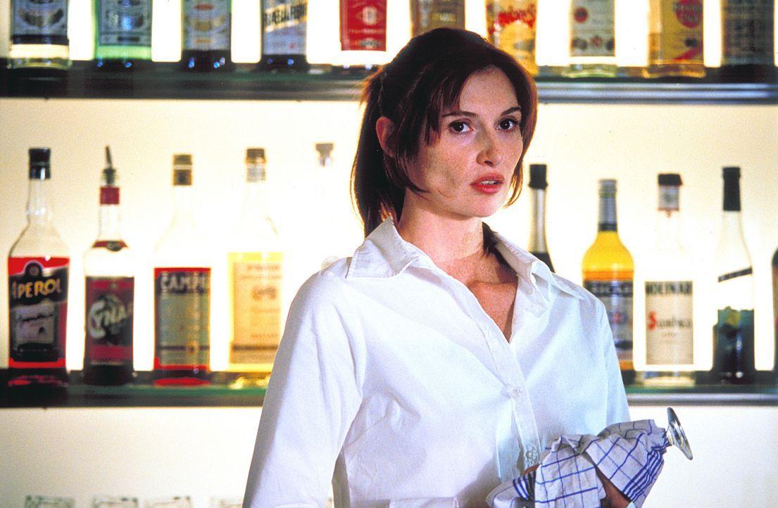 Während eines Restaurantbesuches lernt Thomas die interessante Kellnerin Janine (Karina Krawczyk) kennen. Verblüfft stellt er fest, dass sie der F... - Bildquelle: Christian Rieger/Klick ProSieben