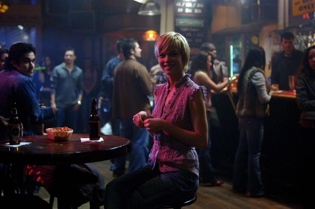 Ist total überrascht, als sie zufällig auf Sam mitten in Chicago trifft: Meg (Nicki Aycox) ... - Bildquelle: Warner Bros. Television