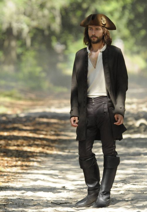 Vor mehr als 250 Jahren hat Ichabod (Tom Mison) einer jungen Frau das Herz gebrochen, doch mit den Folgen hätte er nie gerechnet ... - Bildquelle: 2014 Fox and its related entities. All rights reserved.