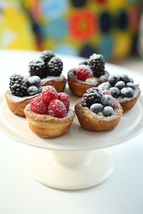 So schön können Beeren und gefrorener Frischkäse harmonieren ... - Bildquelle: Richard Hill BBC 2013