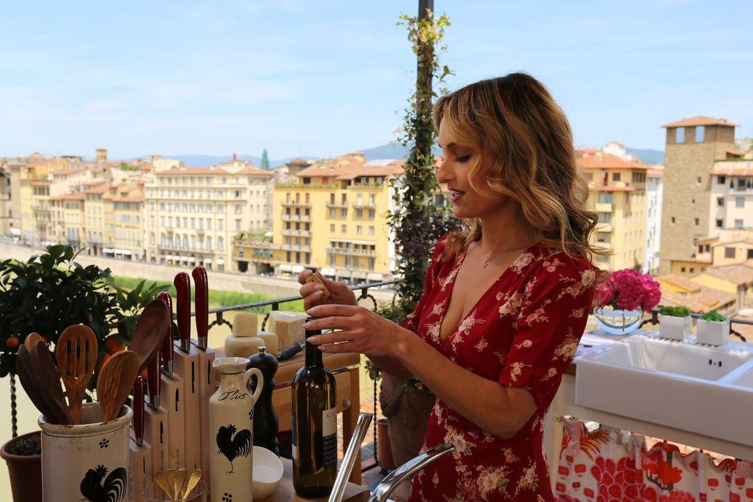Ist sich bewusst, wie wichtig es ist, den passenden Wein zum Essen zu haben: Giada De Laurentiis ... - Bildquelle: 2016,Television Food Network, G.P. All Rights Reserved