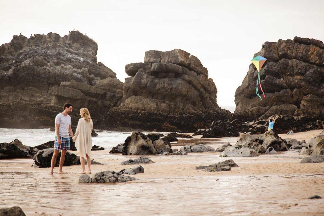 Hat ihre Liebe noch eine Chance?: Eva (Felicitas Woll, r.) und Luis (Renato Schuch, l.) ... - Bildquelle: Joao Tuna SAT.1