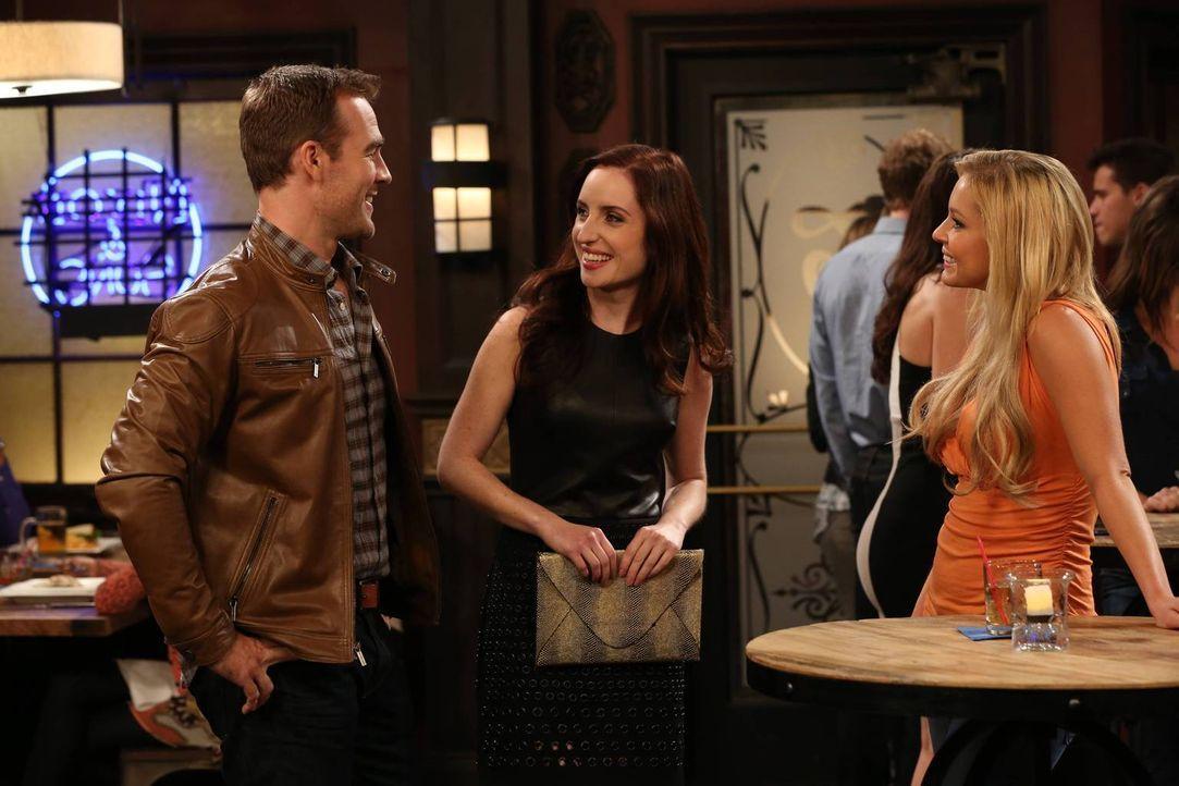 Sogar, als Kate (Zoe Lister-Jones, M.) versucht, für Will (James Van Der Beek, l.) ein Gespräch mit der attraktiven Janet (Tara Holt, r.) zu beginne... - Bildquelle: 2013 CBS Broadcasting, Inc. All Rights Reserved.