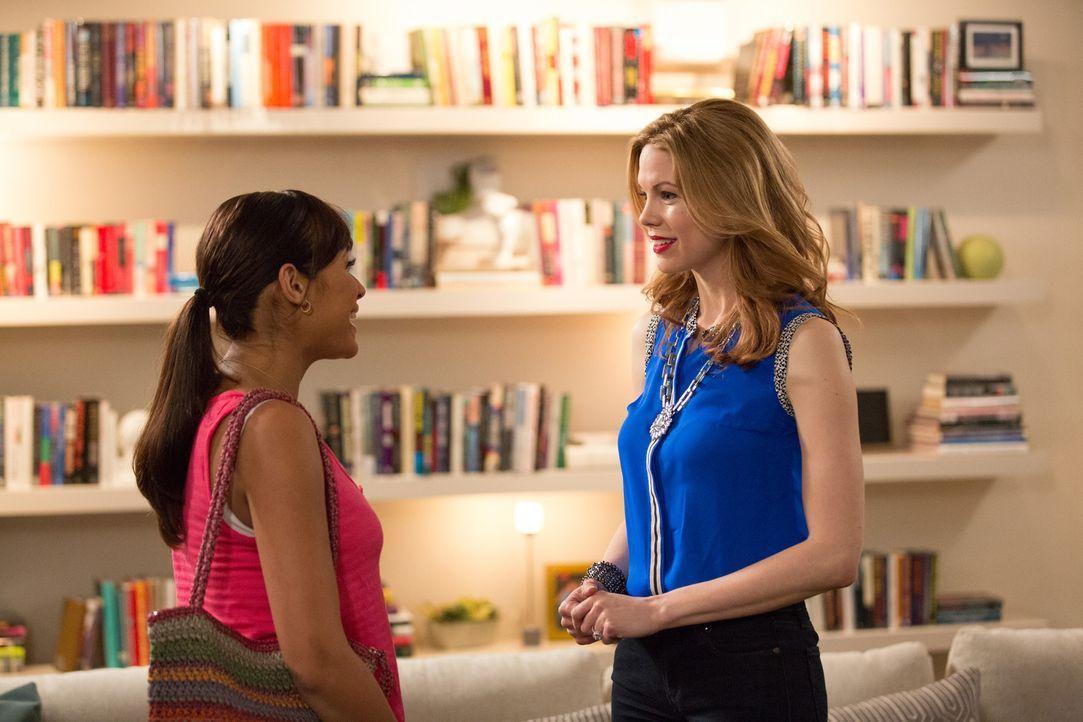 Als Rosie (Dania Ramirez, l.) plötzlich vor ihr steht ist Peri (Mariana Klaveno, r.) mehr als geschockt. Aber ein neuer Plan ist schnell gefunden ... - Bildquelle: 2014 ABC Studios