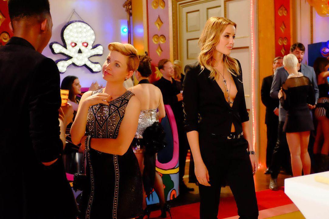 Mandy (Sarah Dumont) schreckt vor nichts zurück, um ihren Plan, den Diamanten zu klauen, durchzuziehen. Doch wird sich Jasper ihr in den Weg stellen? - Bildquelle: 2015 E! Entertainment Media LLC/Lions Gate Television Inc.
