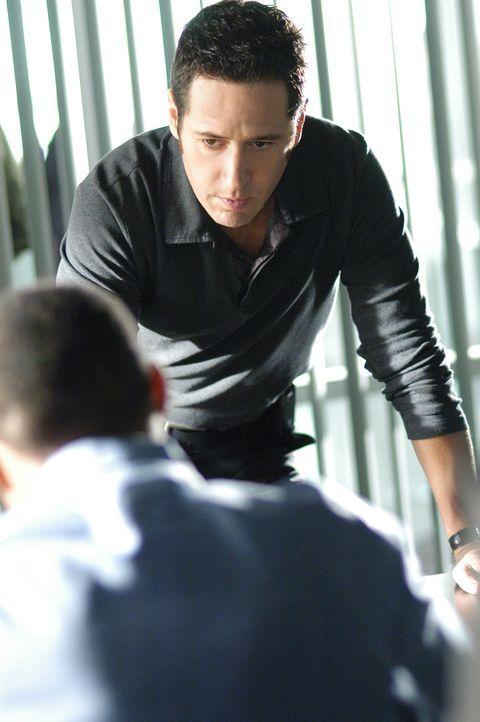 Don (Rob Morrow, r.) hat Probleme mit  seinem neuen Fall ... - Bildquelle: Paramount Network Television