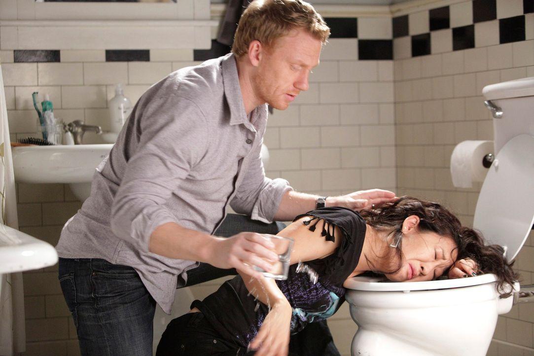 Haben einen harten Tag hinter sich: Owen (Kevin McKidd, l.) und Cristina (Sandra Oh, r.) ... - Bildquelle: ABC Studios