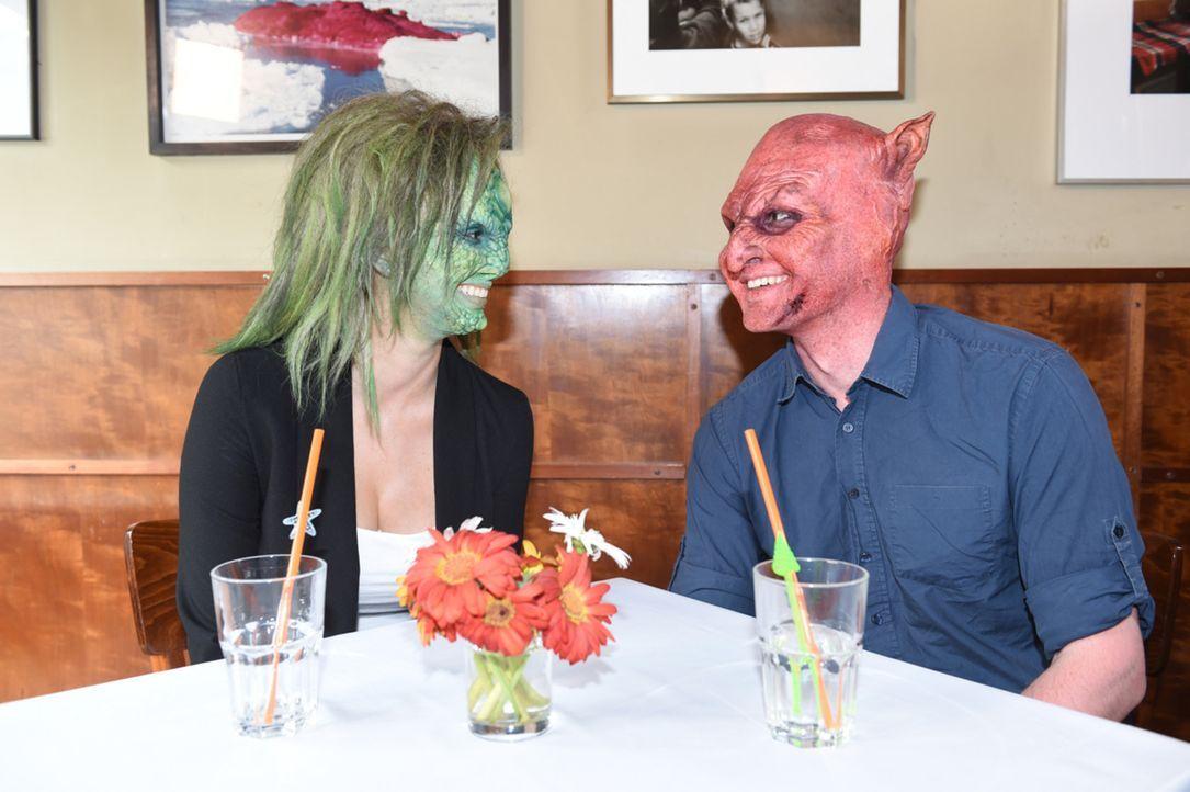 Tauschen Eidechse Denise (l.) und Teufel Wilhelm (r.) bereits vielversprechende Blicke? - Bildquelle: Andre Kowalski sixx