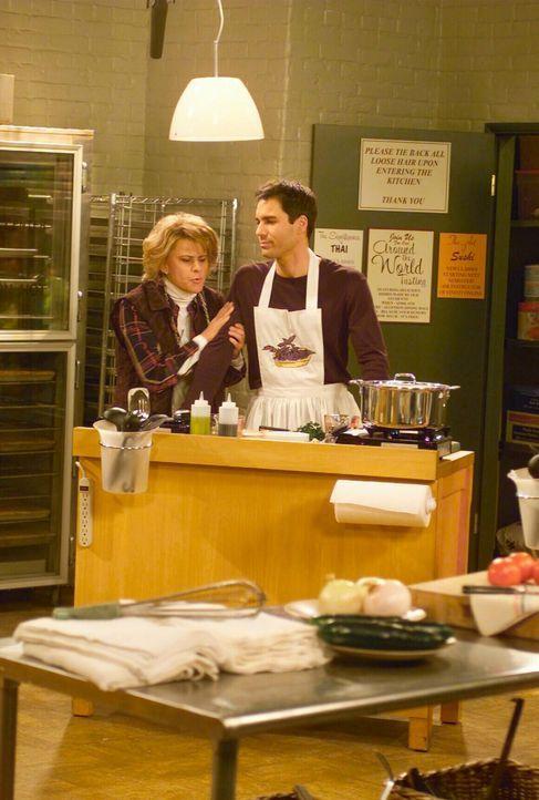 Da Ann (Tracey Ullman, l.) nicht möchte, dass Will (Erich McCormack, r.) die Laune der anderen Teilnehmer zerstört, weil er alleine im Kochkurs teil... - Bildquelle: NBC Productions