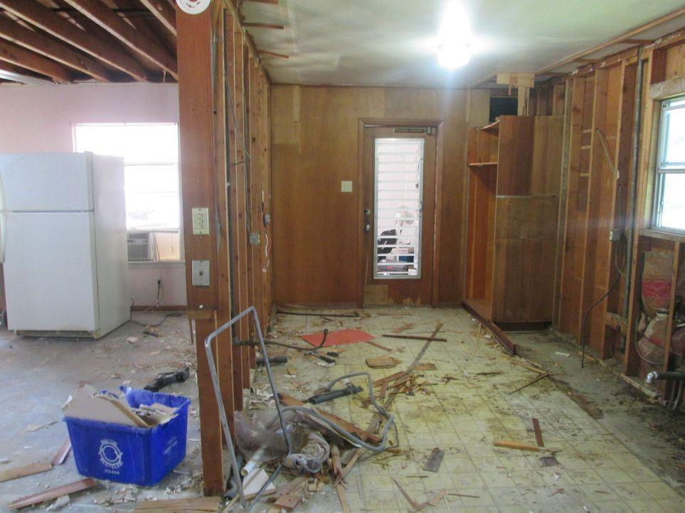 Nachdem Tony und sein Kumpel Blake all ihr Geld in ihr Umbauprojekt gesteckt haben, muss es einfach erfolgreich verlaufen. Doch als sich die Arbeite... - Bildquelle: 2016,DIY Network/Scripps Networks, LLC. All Rights Reserved