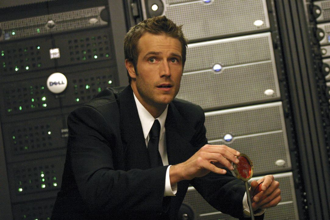 Vaughn (Michael Vartan) hat Lauren eröffnet, dass er sich von ihr trennen wolle, daraufhin rät Sark ihr, ihren Vater, Senator Reed, zu töten, dam... - Bildquelle: Touchstone Television