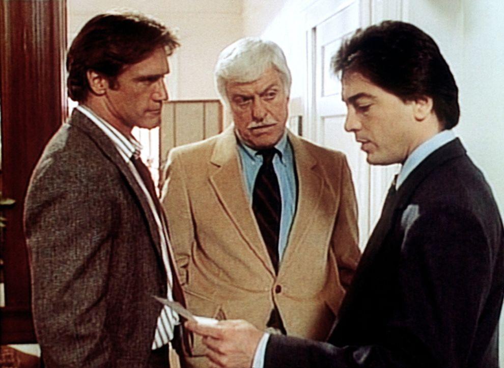 Dr. Sloan (Dick Van Dyke, M.) und Jack Stewart (Scott Baio, r.) versuchen, Steve (Barry Van Dyke, l.) aus der Patsche zu helfen. - Bildquelle: Viacom
