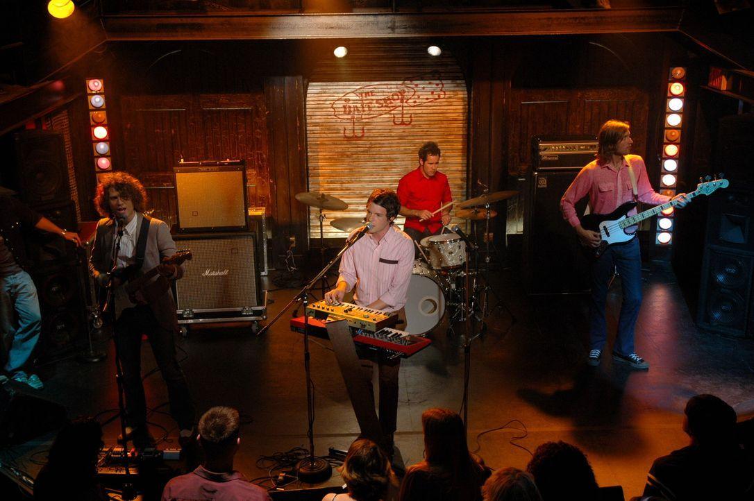 Zufällig treffen alle bei einem Konzert der 'Killers', im 'Bait Shop' aufeinander ... - Bildquelle: Warner Bros. Television