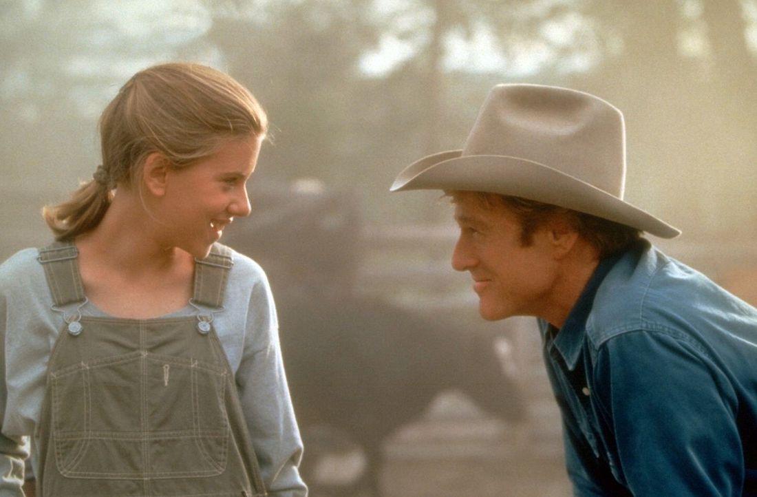 Schnell freundet sich Grace MacLean (Scarlett Johansson, l.) mit dem Pferdeflüsterer Tom Booker (Robert Redford, r.) an … - Bildquelle: Touchstone Pictures