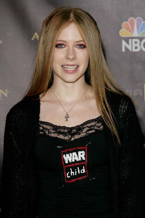 Avril Lavigne 2003 - Bildquelle: Carlo Allegri/AFP
