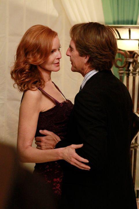 Während sich bree (Marcis Cross, l.) und Trip (Scott Bakula, r.) wieder näher kommen, wird Gabrielle befördert und immer mehr von ihrer Arbeit verei... - Bildquelle: ABC Studios