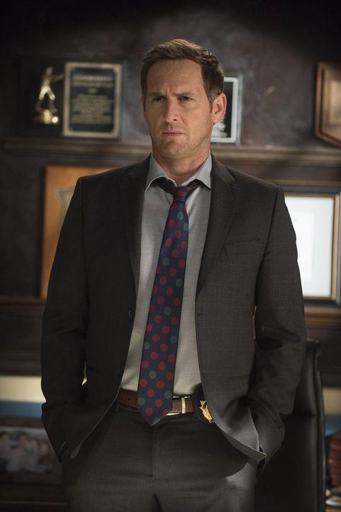 Jake (Josh Lucas) und sein Team ermitteln in einem ganz speziellen Mordfall ... - Bildquelle: Warner Bros. Entertainment, Inc.