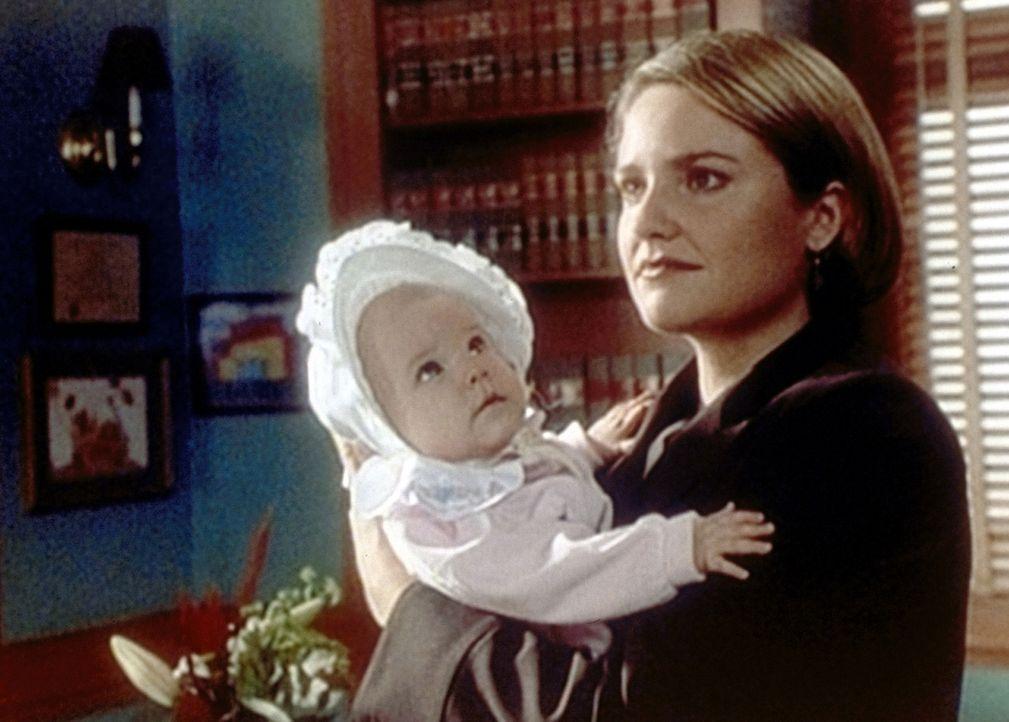 Susan Lewis (Sherry Stringfield, r.) steht vor einer schweren Entscheidung: Soll sie Suzie behalten oder zur Adoption freigeben ... - Bildquelle: TM+  WARNER BROS.