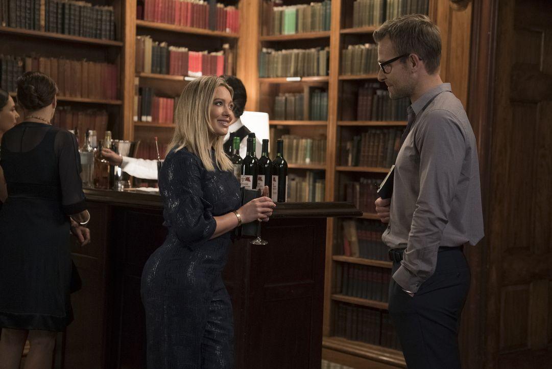 Kelsey (Hilary Duff, l.);  Colin McNichol (Jay Wilkison, r.) - Bildquelle: Hudson Street Productions Inc 2016