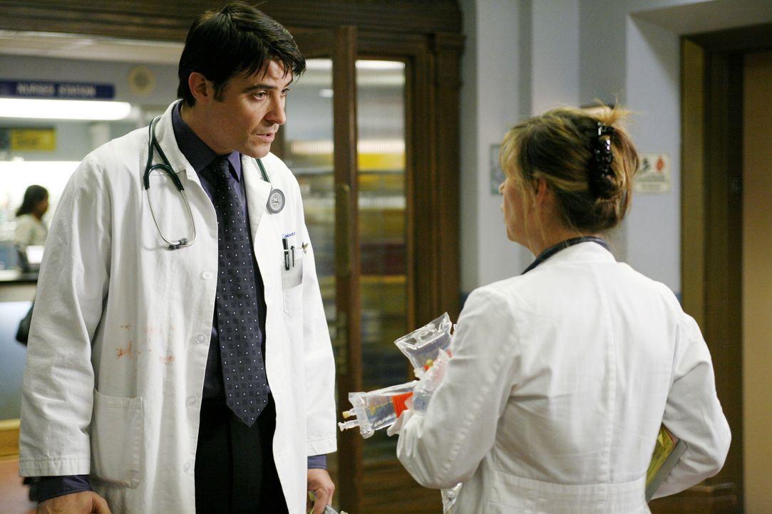 Kovac (Goran Visnjic, l.) und Abby (Maura Tierney, r.) fühlen sich von Ames verfolgt ... - Bildquelle: Warner Bros. Television