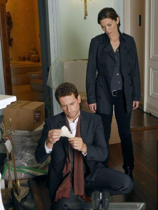 Ein neuer Mordfall beschäftigt Dr. Henry Morgan (Ioan Gruffudd, l.) und Detective Jo Martinez (Alana de la Garza, r.) ... - Bildquelle: Warner Brothers