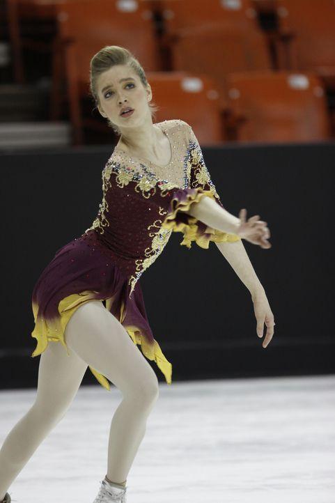 Ist ein Superstar, bis sie einen schrecklichen Unfall erleiden muss: Eiskunstläuferin Alexis Winston alias Lexi (Taylor Firth) ... - Bildquelle: 2010 Stage 6 Films, Inc. All Rights Reserved.