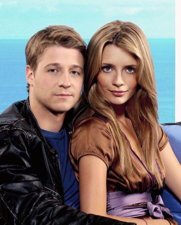 (3. Staffel) - Ihre Freundschaft ist es ständiges Auf und Ab: Marissa (Mischa Barton, r.) und Ryan (Benjamin McKenzie, l.) ... - Bildquelle: Warner Bros. Television