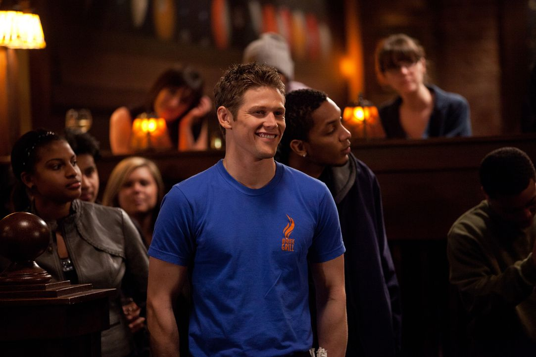 Amüsiert sich auf einer Party: Matt (Zach Roerig) - Bildquelle: Warner Brothers