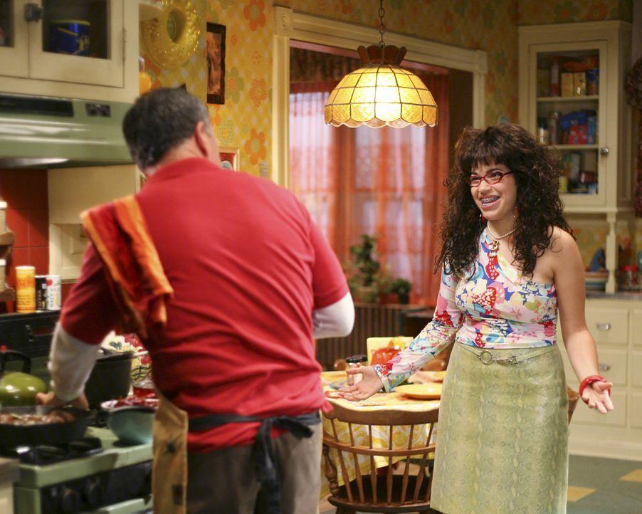 Betty (America Ferrera, r.) präsentiert ihrem Vater Ignacio (Tony Plana, l.) ihr neues Styling ... - Bildquelle: Buena Vista International Television